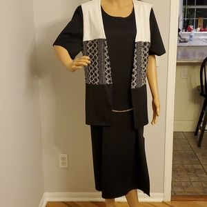Large womens dress black and white guc